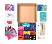 """Подарочный набор  """"12 месяцев"""", 12 пар тематических носков и авторский календарь Цвет: белый"""