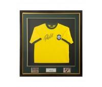 Футболка сборной Бразилии с автографом Пеле